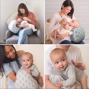 MILK BOSS INFANT FEEDING PILLOW by Itzy Ritzy